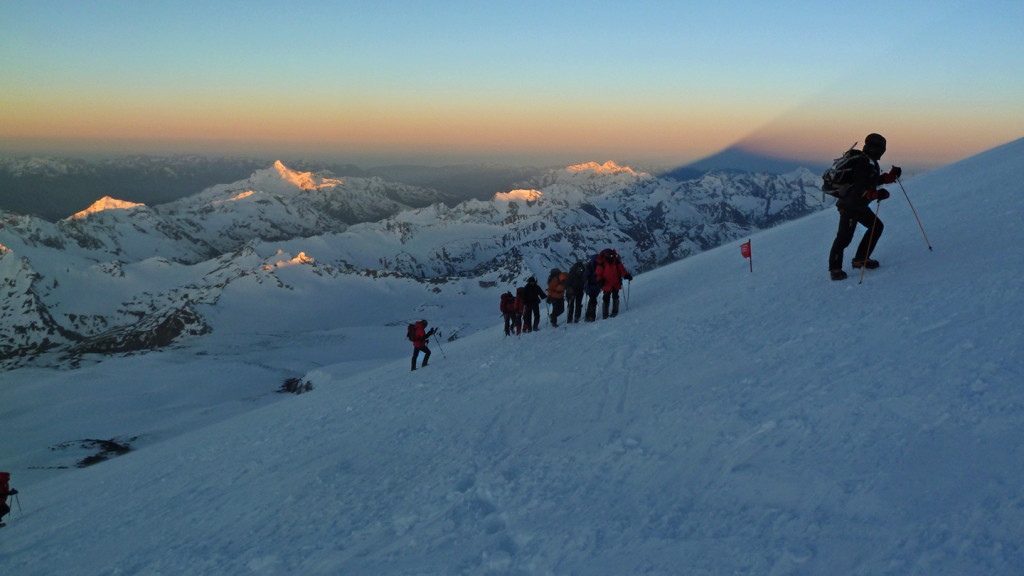chillup guide elbrus attack