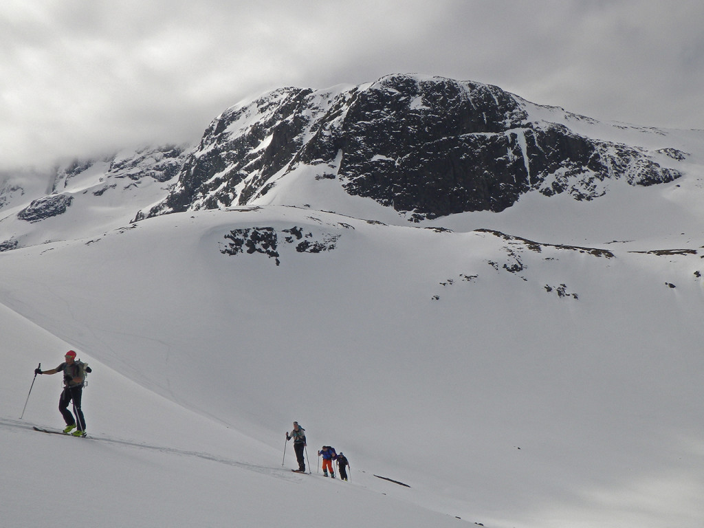 3 valleys, 2 glaciers, 1 skitour. Giertvasstind 2351m, N face of E ridge. Hurrungane (West Jotunheimen)